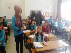 Öğrenciler Harçlıklarını Mehmetçik'e Gönderdi