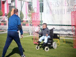 Sneijder'den Eskişehirsporlu Küçük Dev Adama Mesaj Var