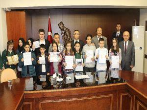 Öğrencilerden Mehmetçik'e 86 Bin Tl Bağış