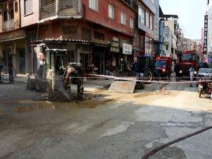 Manisa'da İş Makinası Yanlışlıkla Doğalgaz Borularını Patlattı