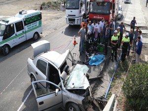 Samsun'da Araç Üstgeçite Çarptı