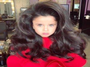 5 Yaşındaki Küçük Kız İnternet Fenomeni Oldu