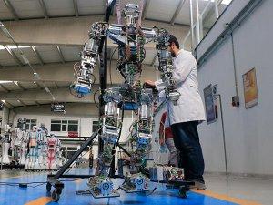 Yürüyen Robot 'Akıncı-4' Sunuldu