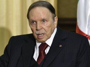 Cezayir Hükümetine el konuldu! Buteflika devri bitiyor...
