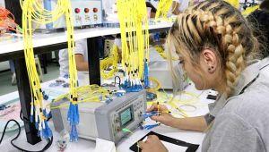 Otobanları Türk kadınlar üretiyor