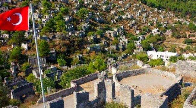 Türk bayrağının gölgesindeki hayalet köyde uzun yıllardır kimse yaşamıyor