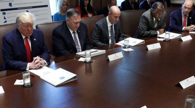 Beyaz Saray'daki kabine toplantısı dua ederek başladı