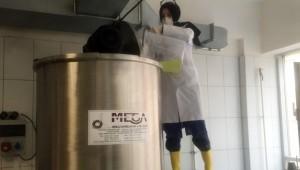 Öğretmenler günde 10 ton dezenfektan üretiyor