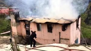 80 yaşındaki kadın yangında hayatını kaybetti