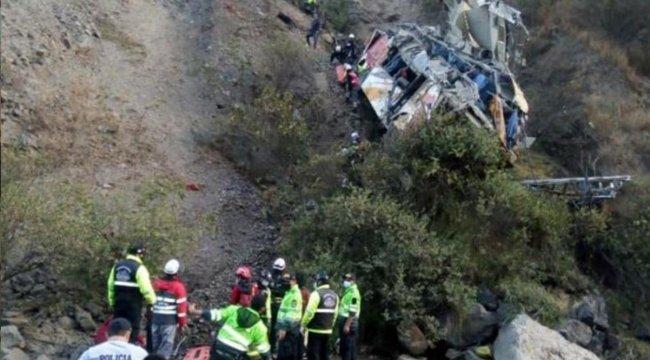 Peru'da Otobüs Kaza Yaptı! 29 Kişi Hayatını Kaybetti
