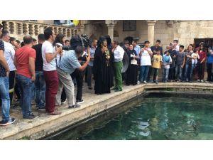 Bülent Ersoy Balıklıgöl'de Dua Etti