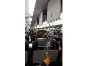 Kabin Basıncı Düşen Uçağın Oksijen Maskeleri Açıldı