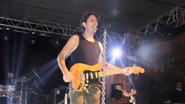 Hatay'da cumhuriyetin 93. yıl dönümü nedeniyle ünlü şarkıcı Kıraç konser verdi
