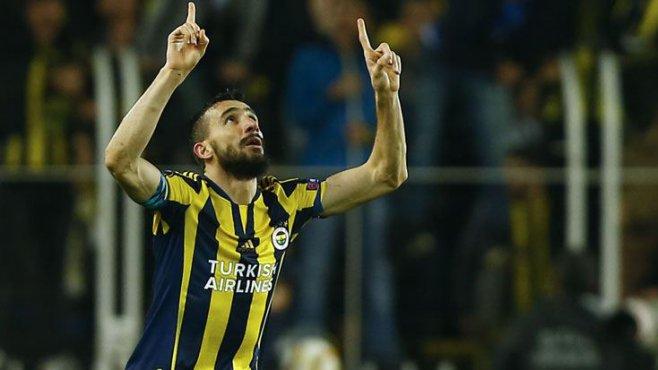 Mehmet Topal, Fenerbahçe'de kalıyor!