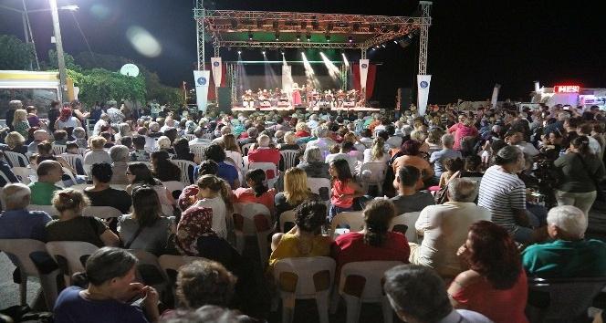 Çeşmealtı Gece Pazarı sezonu konserle açtı