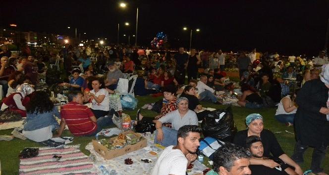 3. Hoşgörü iftar sofrasına vatandaşlar akın etti