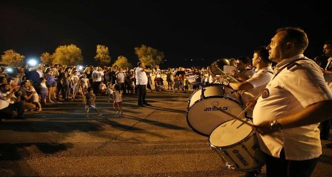 Karşıyaka Belediyesi, konser keyfini sahile taşıdı