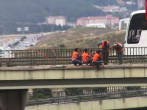 Köprüde tehlikeli çalışma